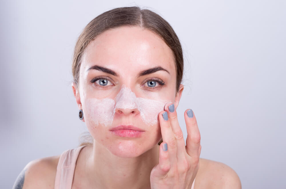 oily skin hydration, girl cleaning her face