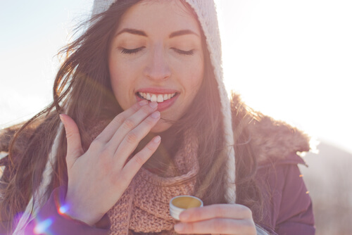 dry lips, potted lip balm